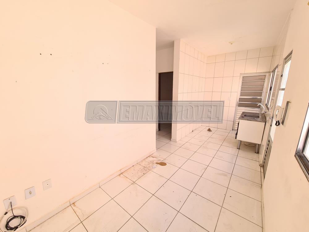 Alugar Casa / em Bairros em Sorocaba R$ 750,00 - Foto 2