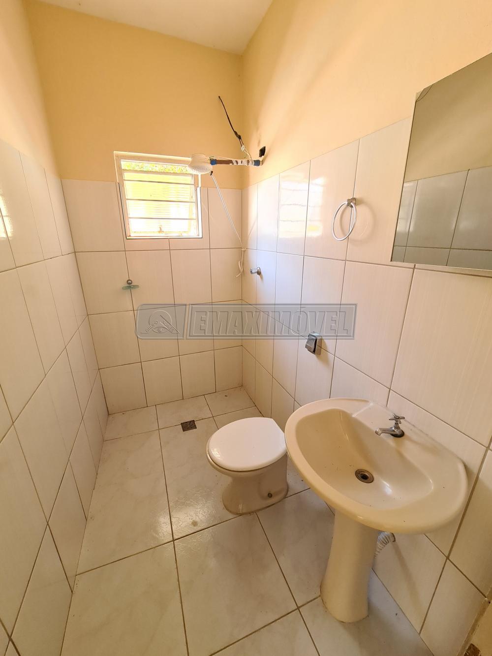 Alugar Casa / em Bairros em Sorocaba R$ 550,00 - Foto 14