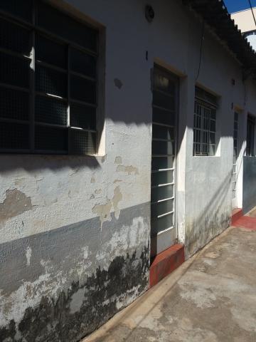 Alugar Casa / em Bairros em Sorocaba R$ 450,00 - Foto 3