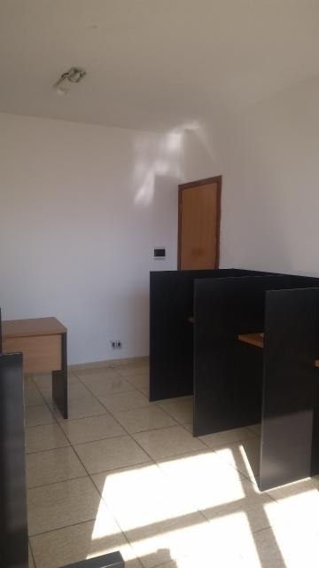 Alugar Comercial / Prédios em Sorocaba R$ 800,00 - Foto 4
